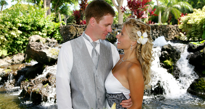 Wedding locations of maui include oceanfront estates for Small private wedding venues